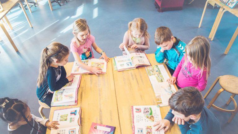 Föräldrar och elever är mindre nöjda med svenska skolan